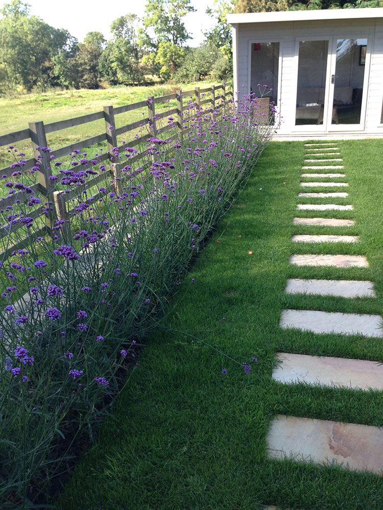 Affordable garden redesign in rutland and leicestershire for Garden redesign